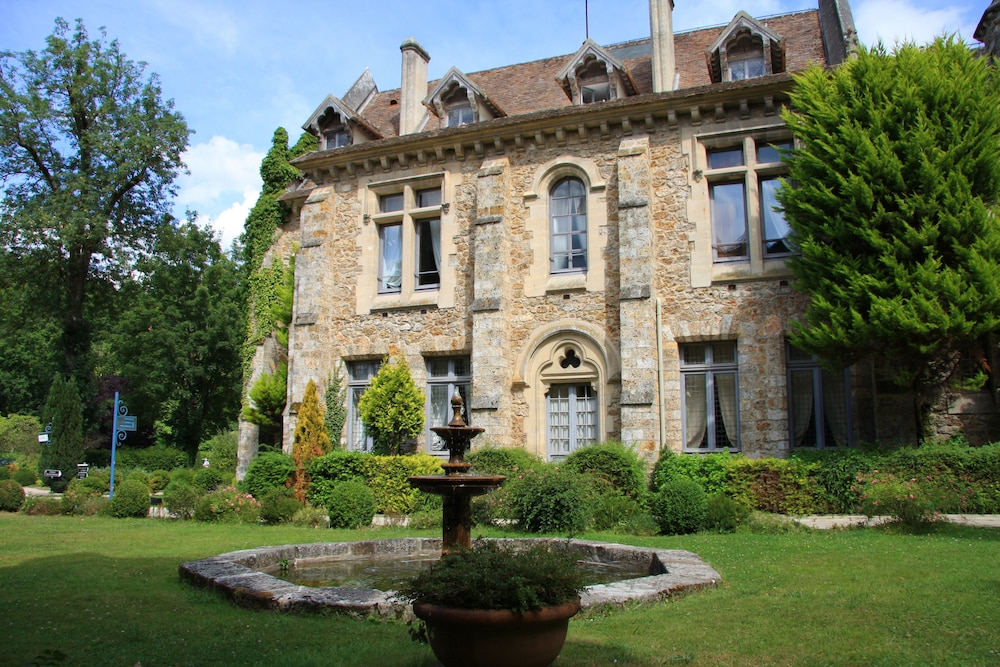 Abbaye des vaux de cernay deals reviews cernay la ville for Abbaye des vaux de cernay piscine