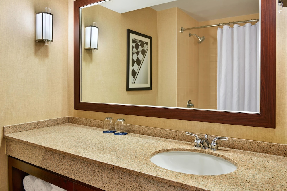 Bathroom, Sheraton Indianapolis Hotel at Keystone Crossing