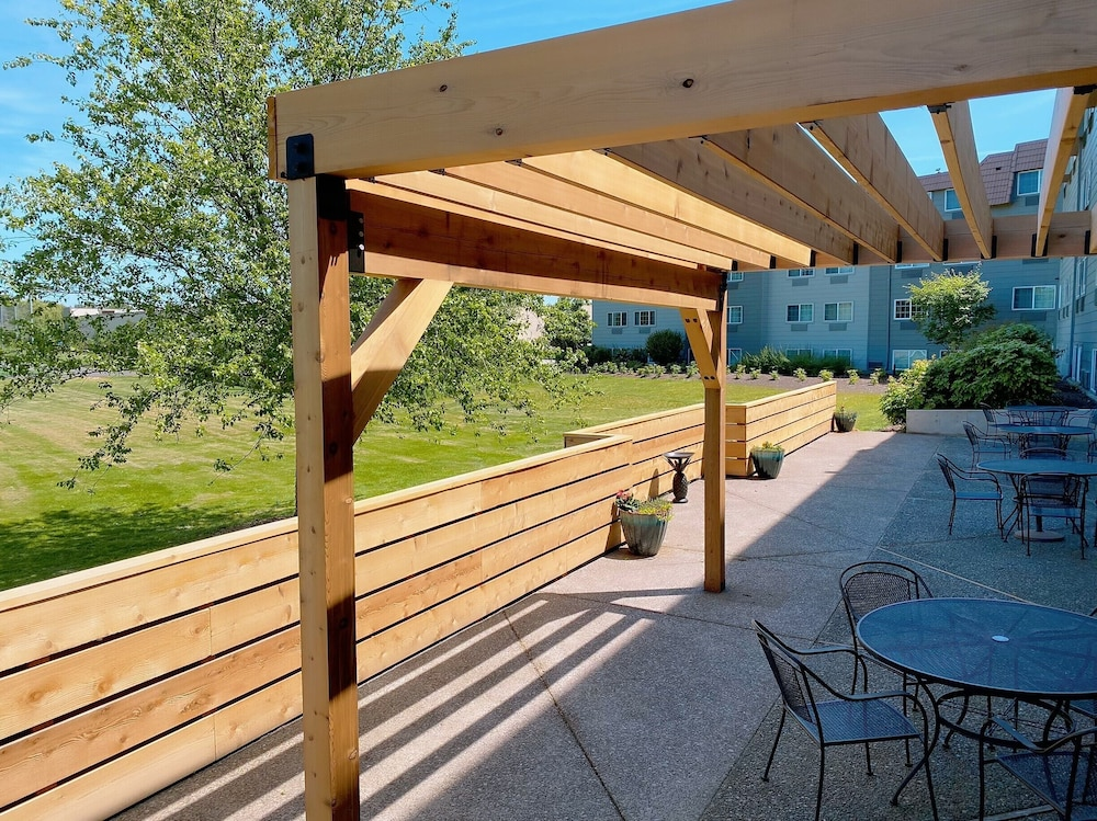 Terrace/Patio, Country Inn & Suites by Radisson, Portland Delta Park, OR