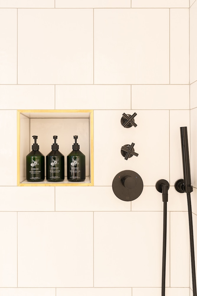 Bathroom Amenities, Hotel Maximilian