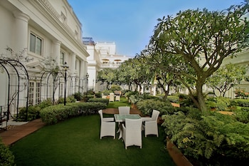 Windsor Square 25, Golf Course Road Bengalore, Karnataka 560052 India.