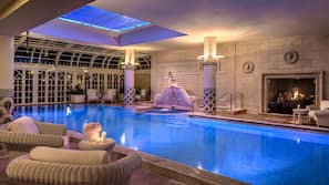 Piscina coperta, 3 piscine all'aperto, cabanas (a pagamento)