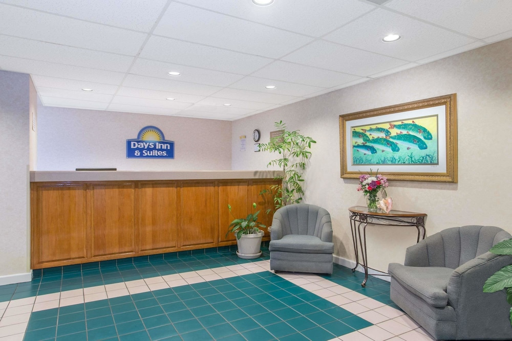 Days Inn Suites By Wyndham Navarre Conference Center In Pensacola Hotel Rates Reviews On Orbitz