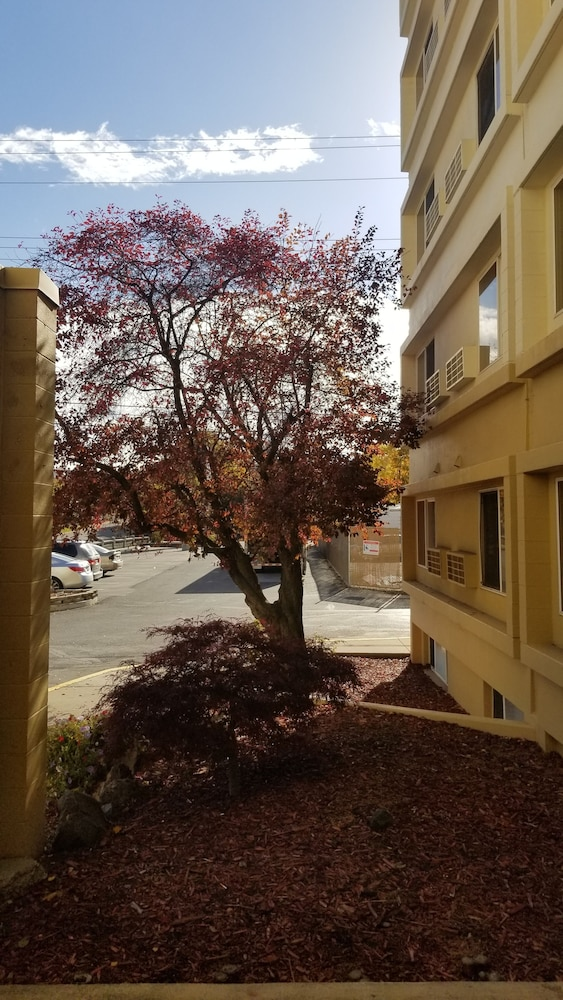 Property Grounds, Ramada by Wyndham Downtown Spokane