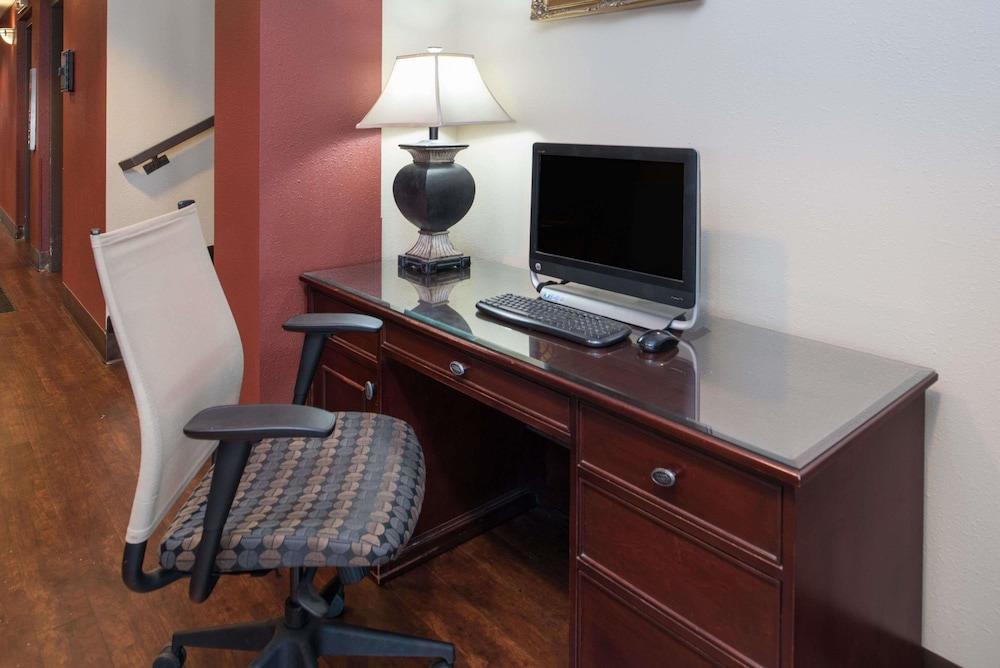 Business Center, Ramada by Wyndham Downtown Spokane
