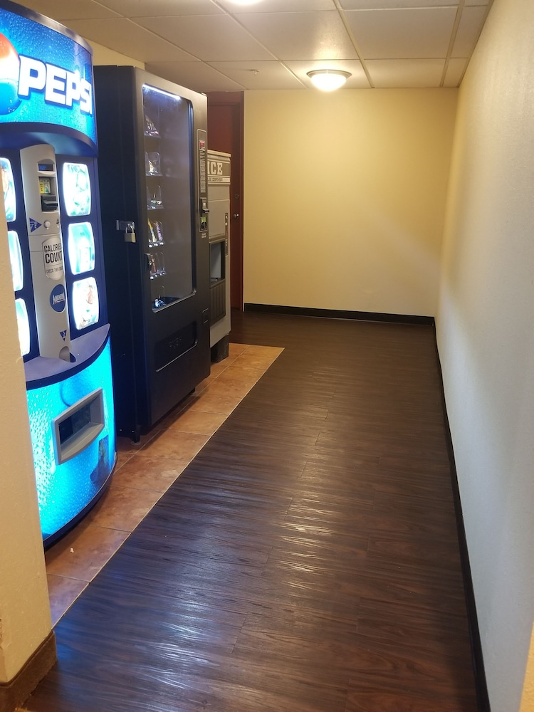 Vending Machine, Ramada by Wyndham Downtown Spokane