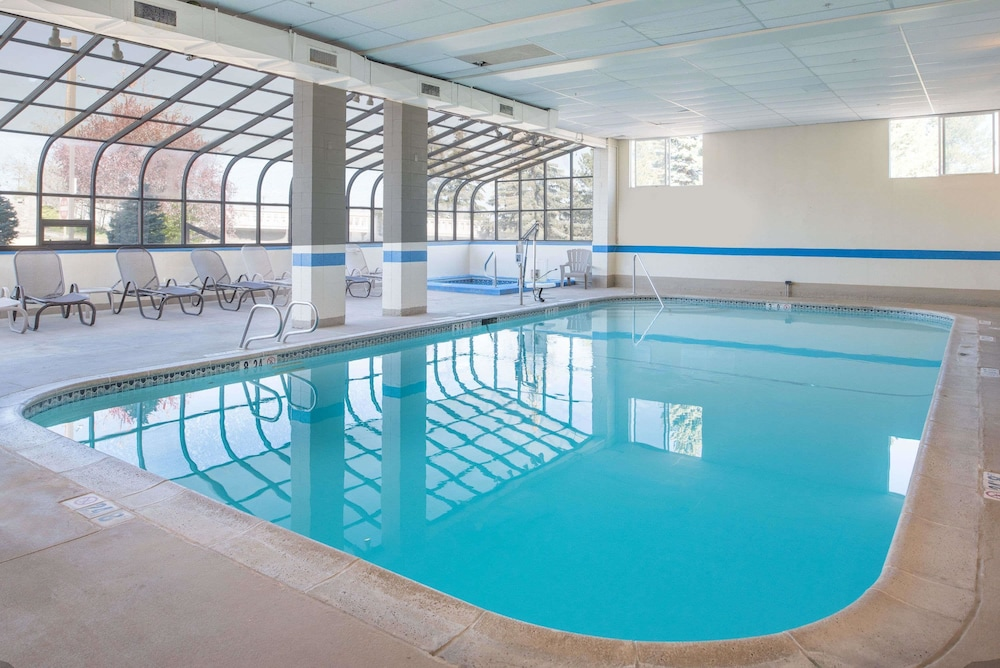 Pool, Ramada by Wyndham Downtown Spokane