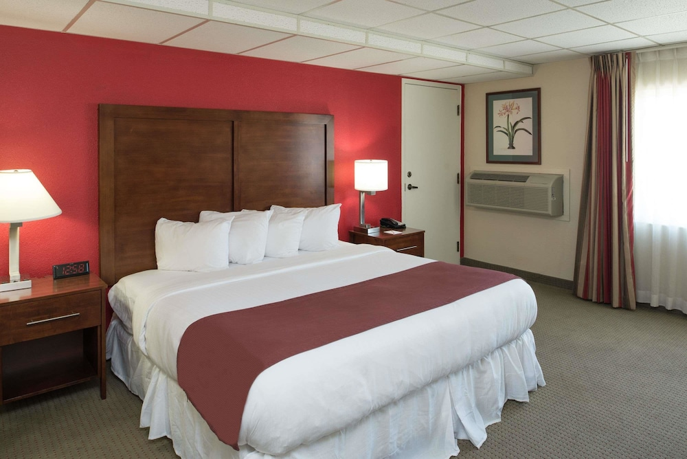 Room, Ramada by Wyndham Downtown Spokane