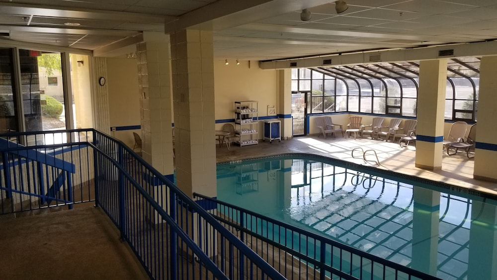 Indoor Pool, Ramada by Wyndham Downtown Spokane