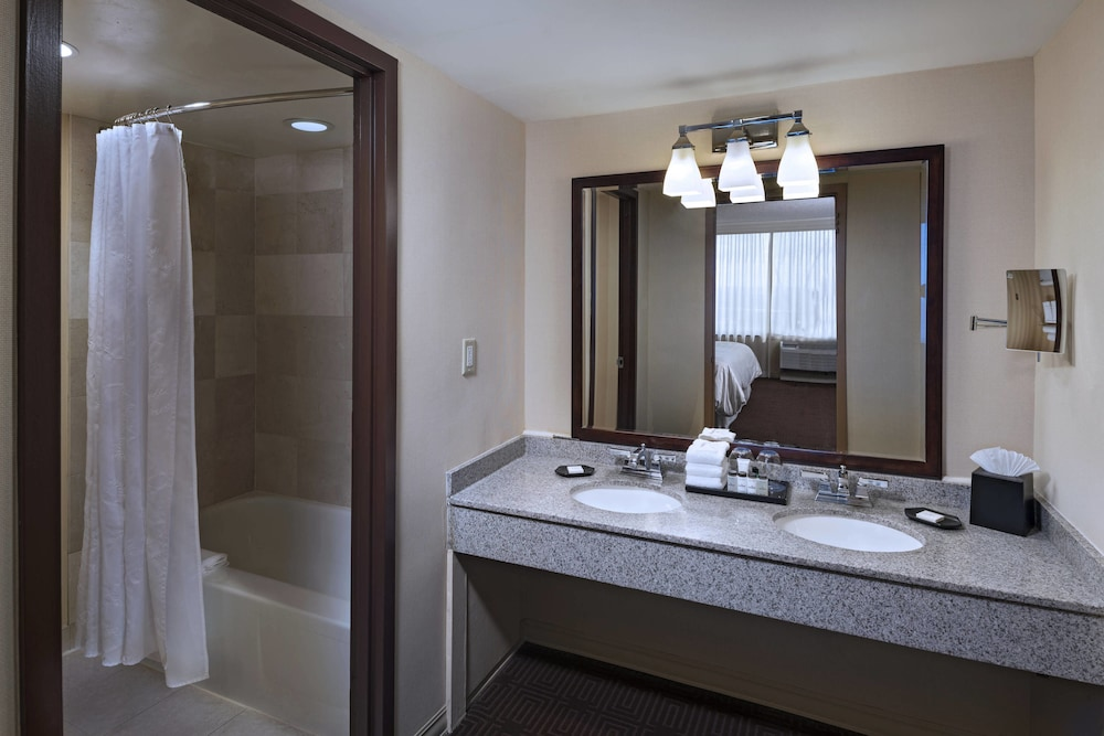 Bathroom, Sheraton Pentagon City Hotel