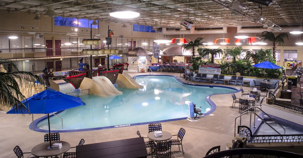 Pool, Holiday Inn Fargo