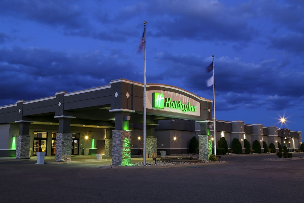Featured Image, Holiday Inn Fargo