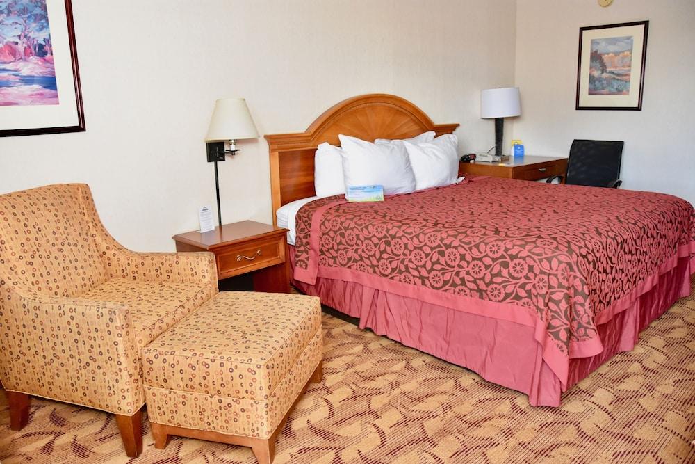 days inn by wyndham las cruces. Black Bedroom Furniture Sets. Home Design Ideas