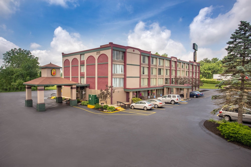 Super 8 by Wyndham Erie/I 90 in Erie | Hotel Rates & Reviews