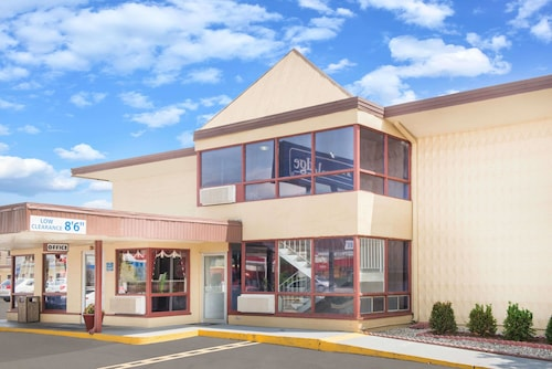Great Place to stay Travelodge by Wyndham Terre Haute near Terre Haute