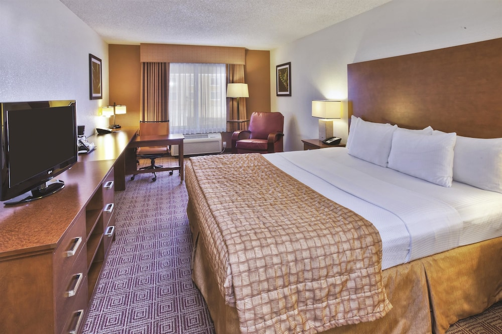 La Quinta 174 Inn Amp Suites Danbury Danbury Ct 116 Newtown
