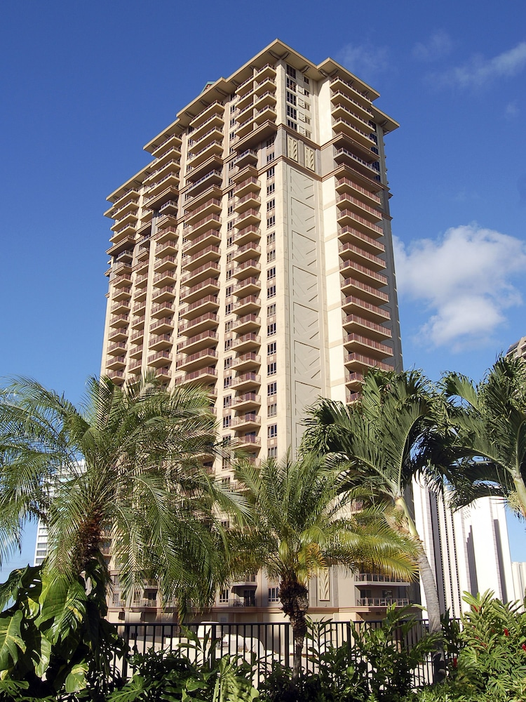 Front of Property, Grand Waikikian by Hilton Grand Vacations