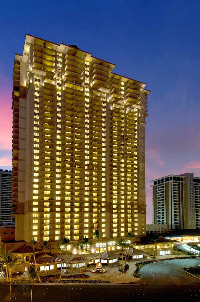 Front of Property - Evening/Night, Grand Waikikian by Hilton Grand Vacations