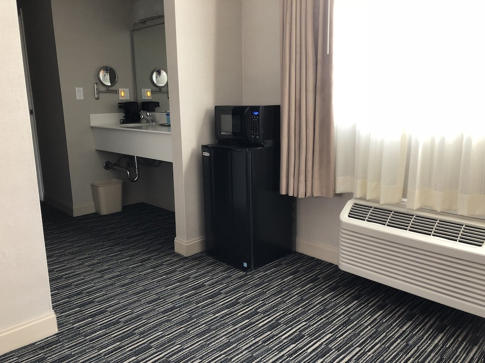Mini-Refrigerator, City Center Inn & Suites