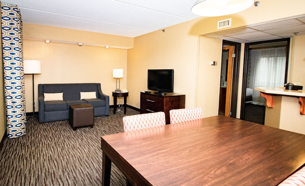 Living Area, Comfort Inn Arlington Heights-OHare Airport