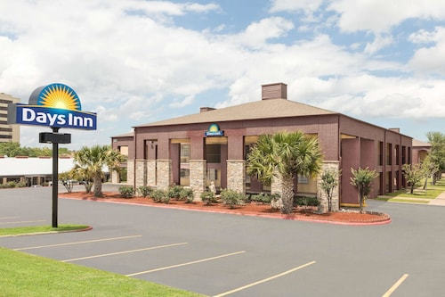 Days Inn by Wyndham College Station University Drive