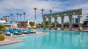 4 outdoor pools, open 9:00 AM to 7:00 PM, cabanas (surcharge)