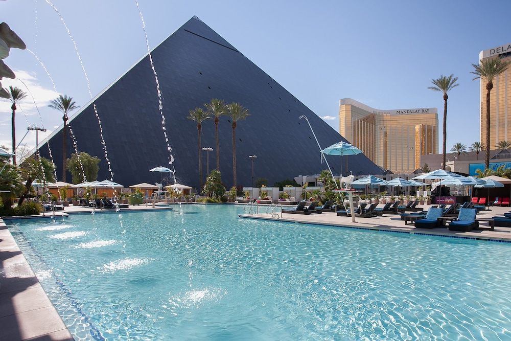 Pool, Luxor Hotel and Casino