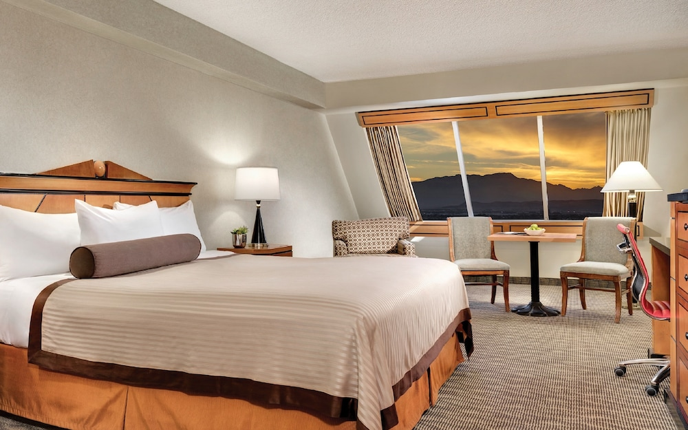 Rooms Review: Luxor Hotel And Casino In Las Vegas, NV