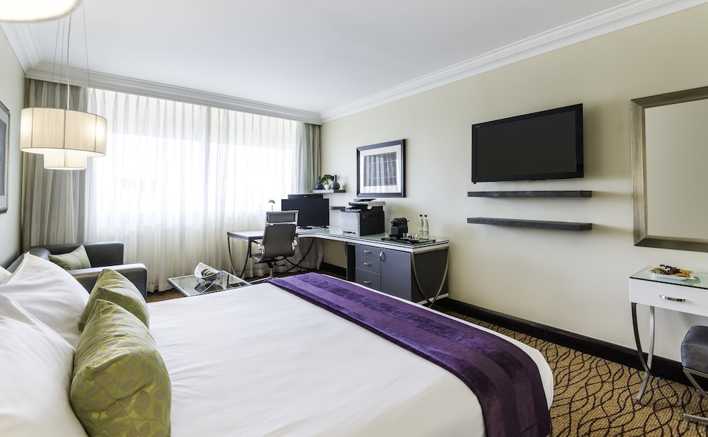 Room, Avani Windhoek Hotel & Casino