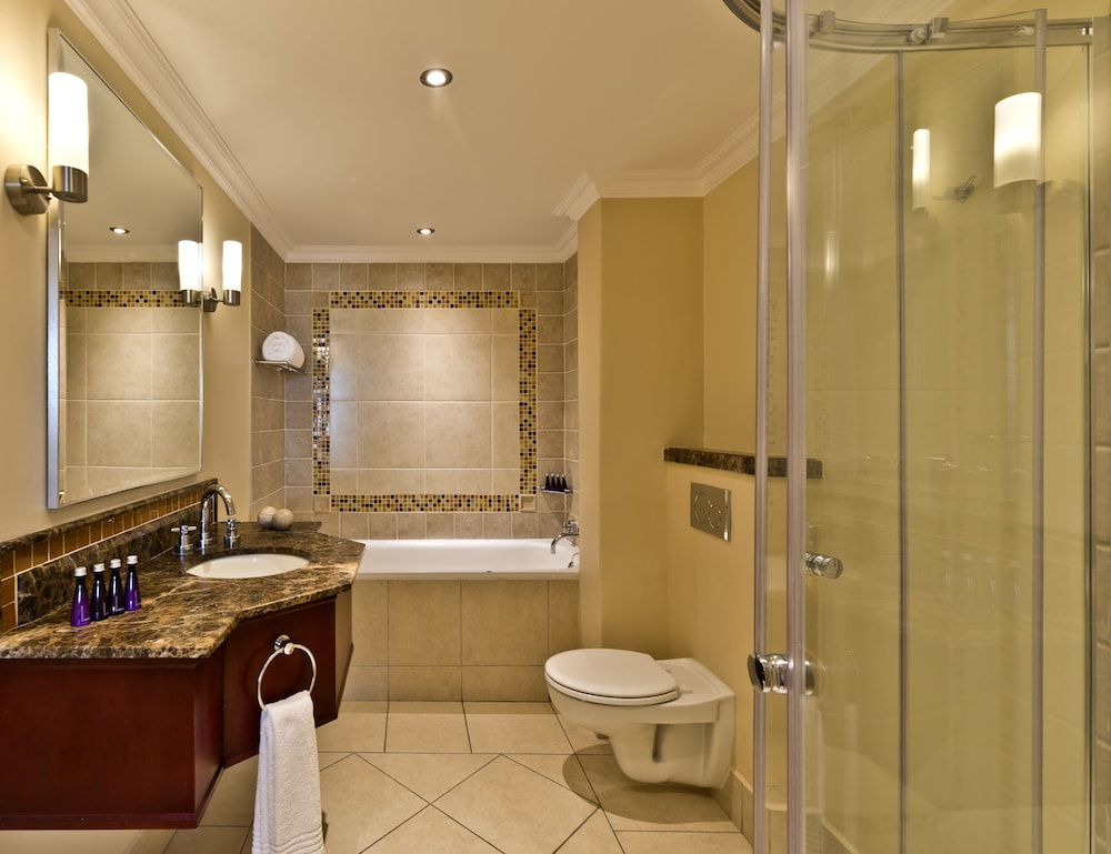 Bathroom, Avani Windhoek Hotel & Casino