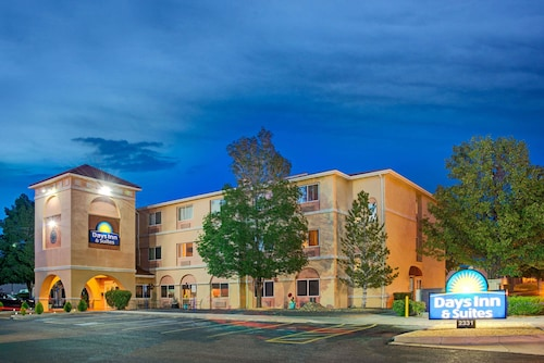 Days Inn & Suites by Wyndham Airport Albuquerque