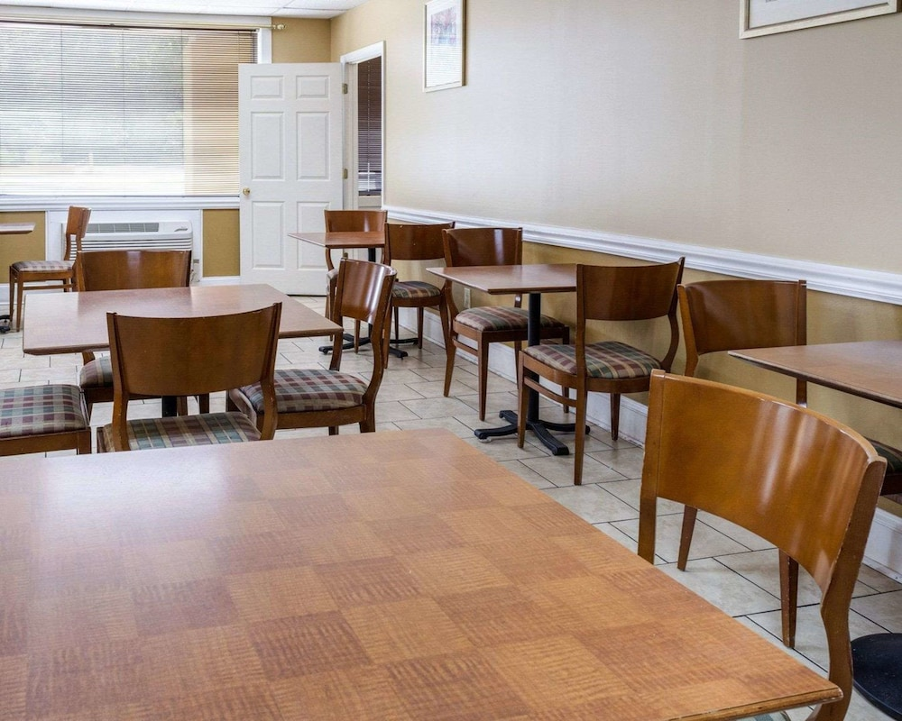 Breakfast Area, Econo Lodge Colonial Heights I-95