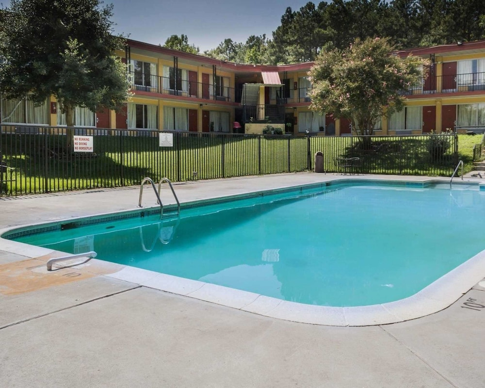 Pool, Econo Lodge Colonial Heights I-95