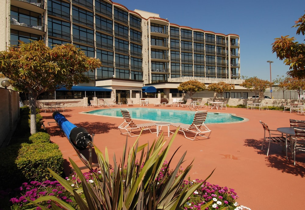 Exterior, Oakland Airport Executive Hotel