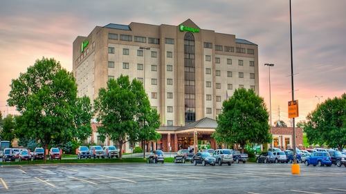 Great Place to stay Holiday Inn Rapid City-Rushmore Plaza near Rapid City