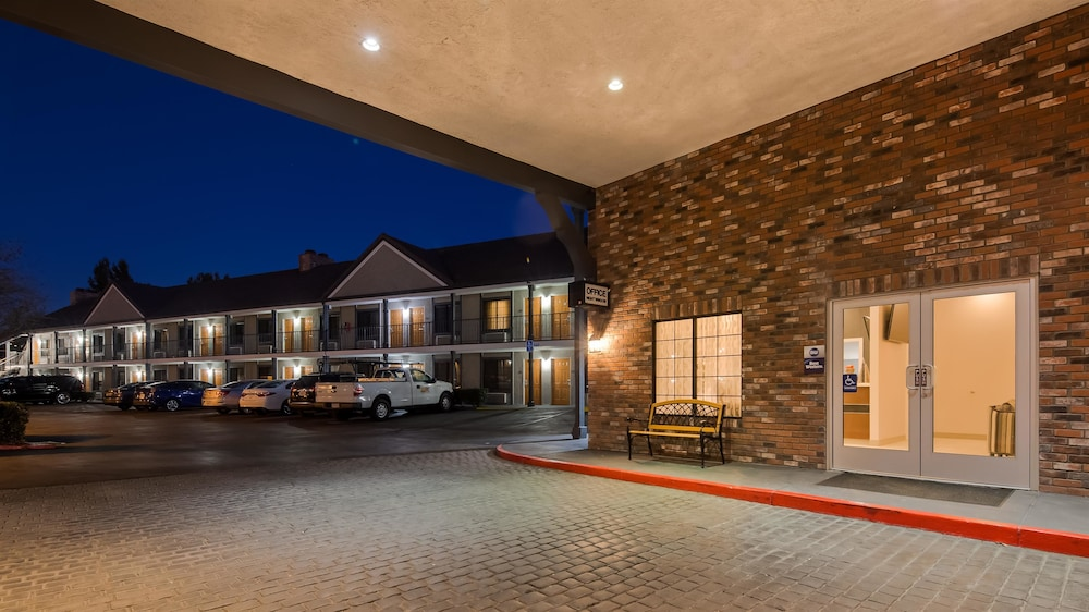 Exterior, Best Western Country Inn