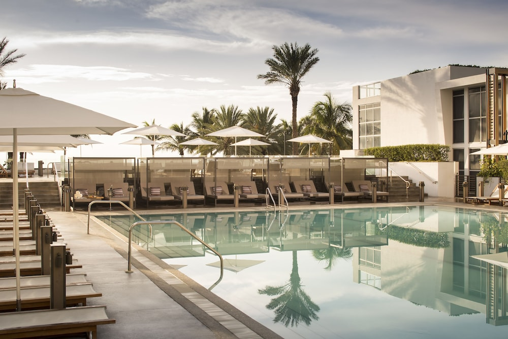Pool, Eden Roc Miami Beach