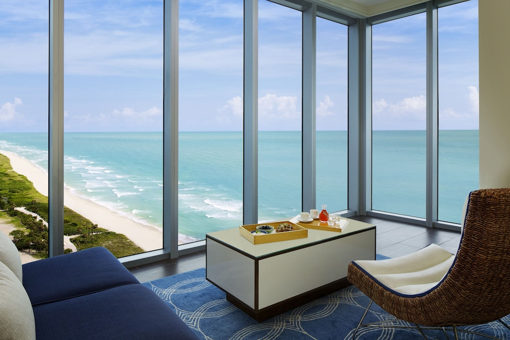 Living Area, Eden Roc Miami Beach