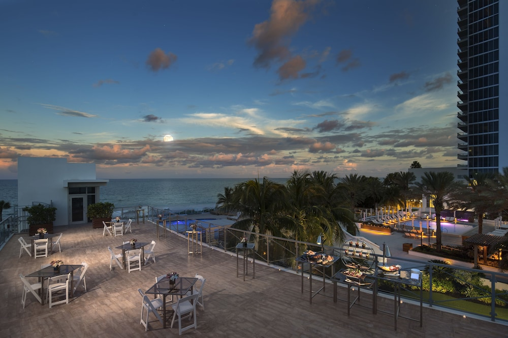 Terrace/Patio, Eden Roc Miami Beach