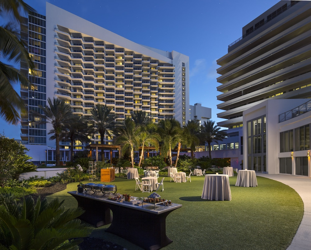 Outdoor Banquet Area, Eden Roc Miami Beach