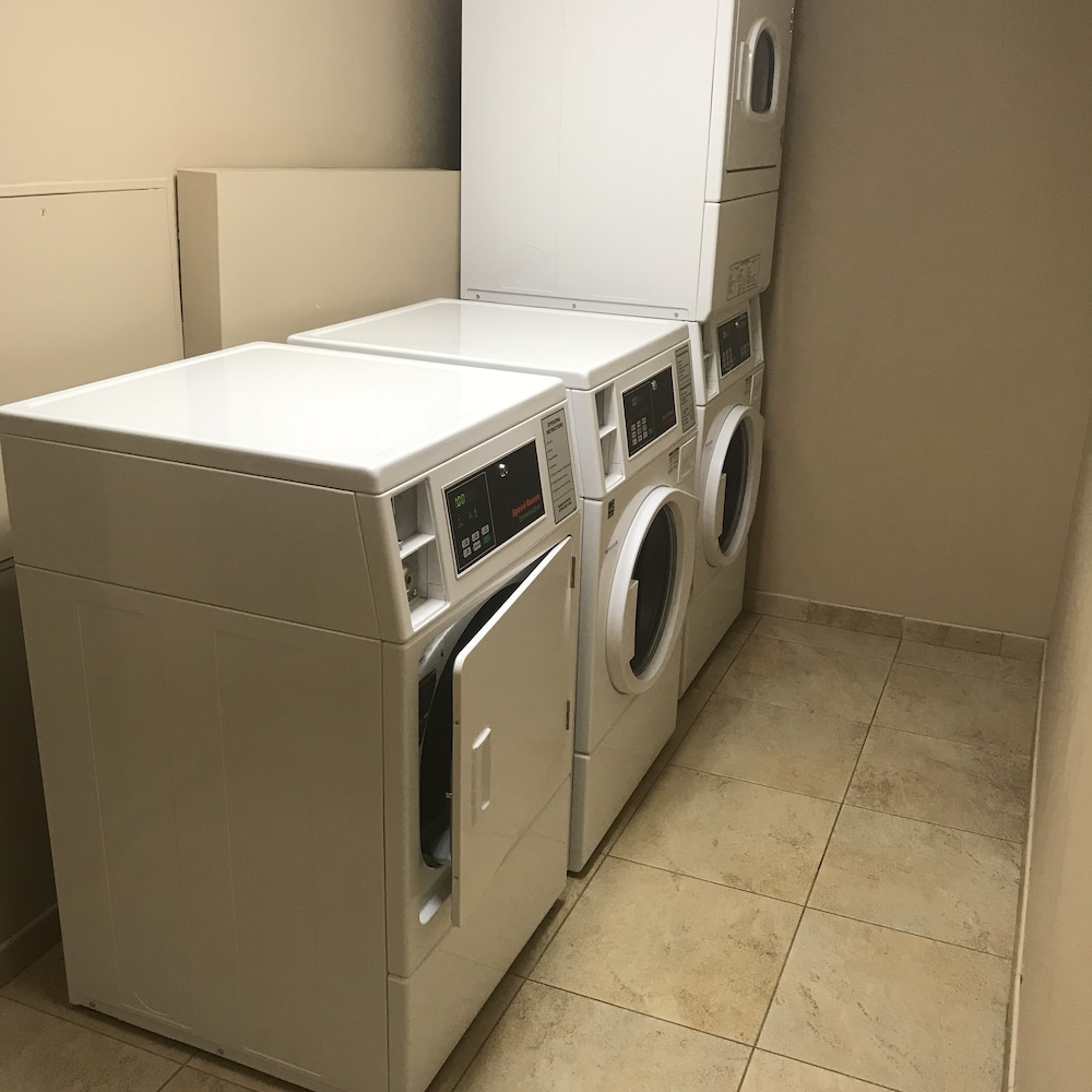 Laundry Room, DoubleTree by Hilton Omaha Downtown