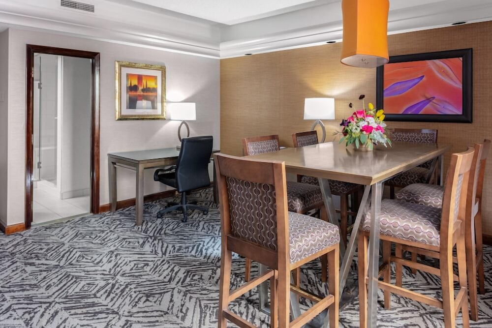 In-Room Dining, DoubleTree by Hilton Omaha Downtown