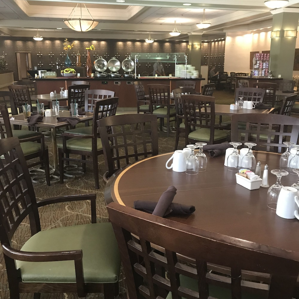 Breakfast buffet, DoubleTree by Hilton Omaha Downtown