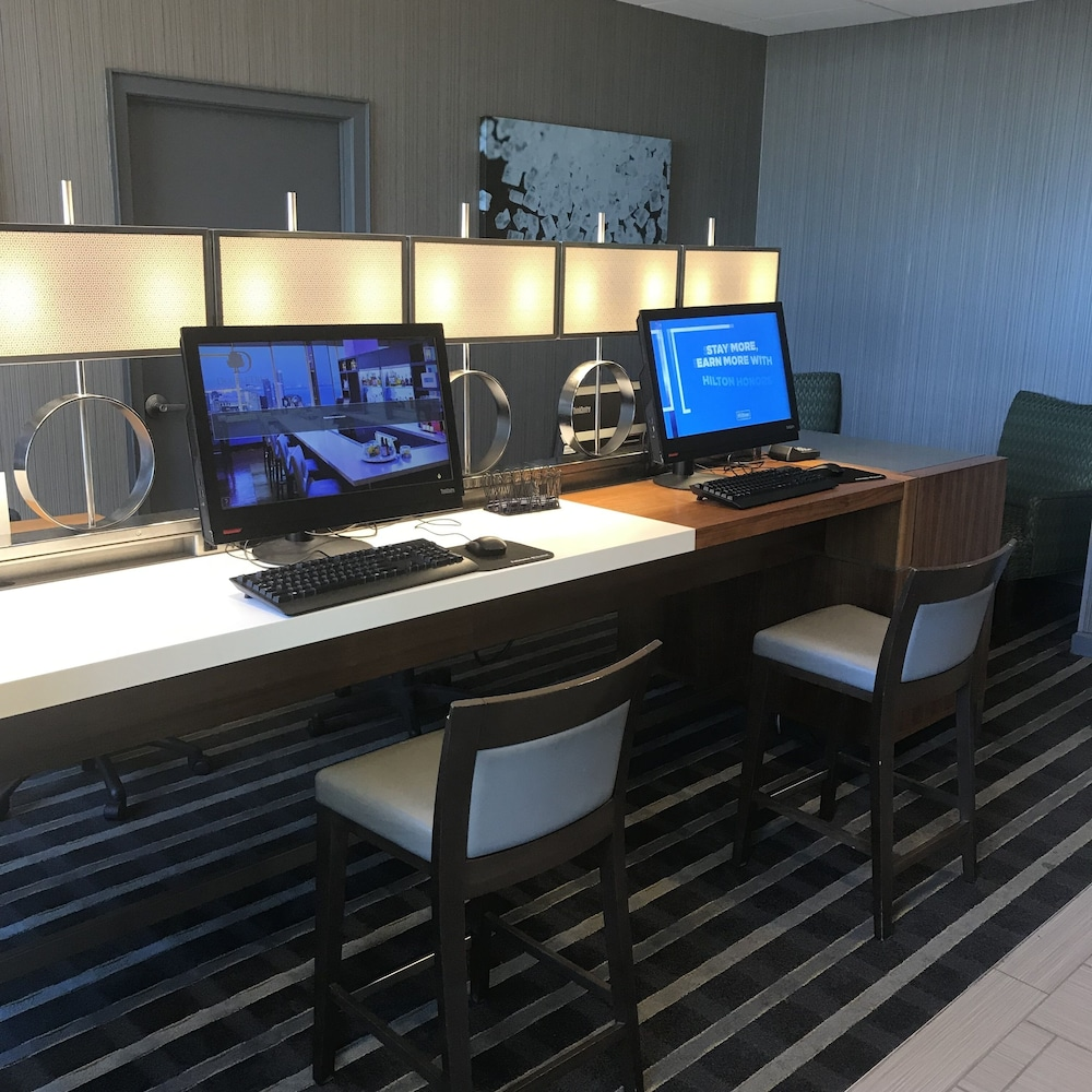 Business Center, DoubleTree by Hilton Omaha Downtown