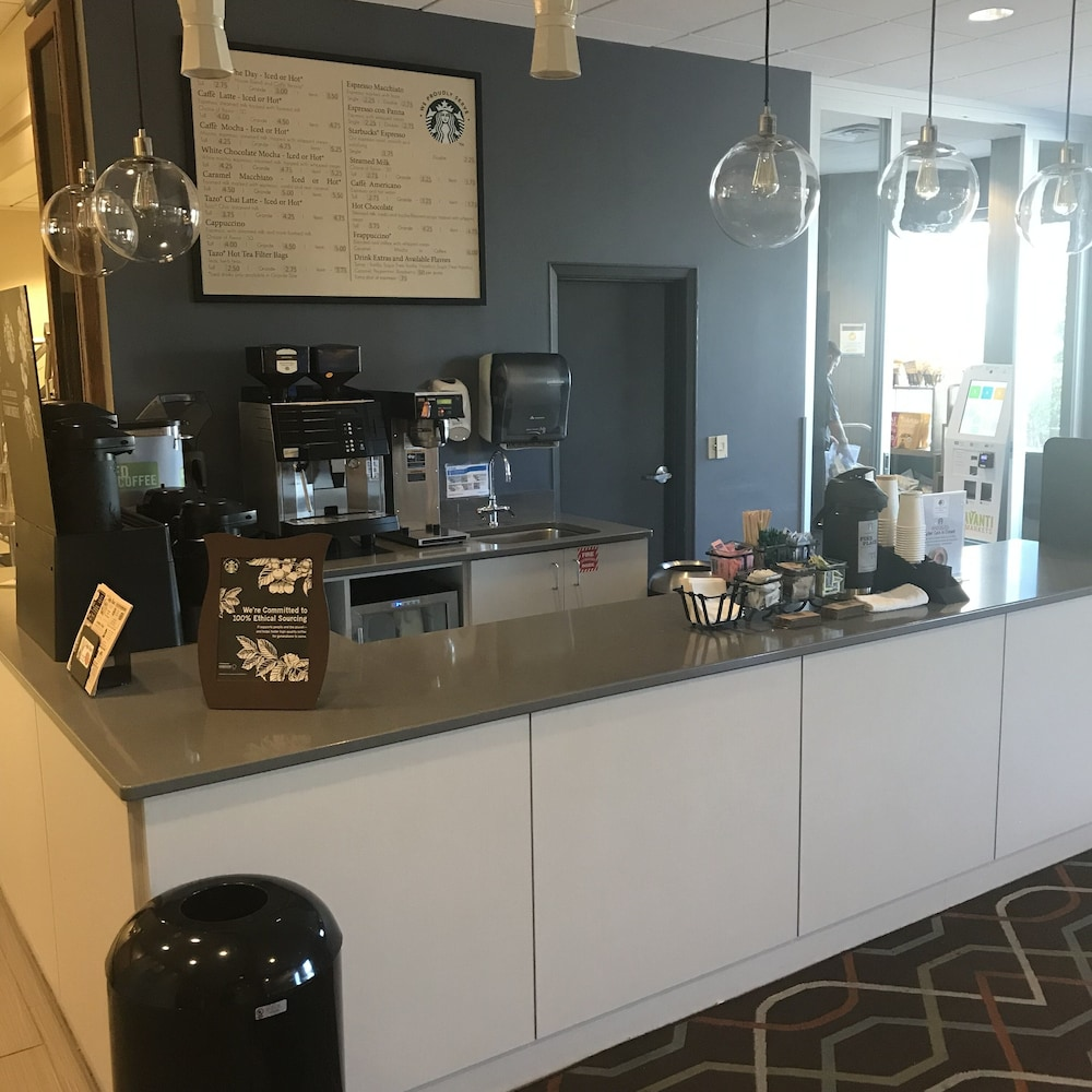 Cafe, DoubleTree by Hilton Omaha Downtown