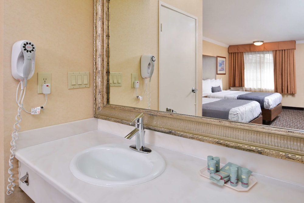 Bathroom, Best Western Airpark Hotel-Los Angeles LAX Airport