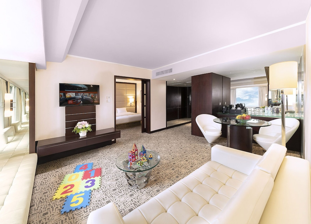 Living Area, Regal Kowloon Hotel