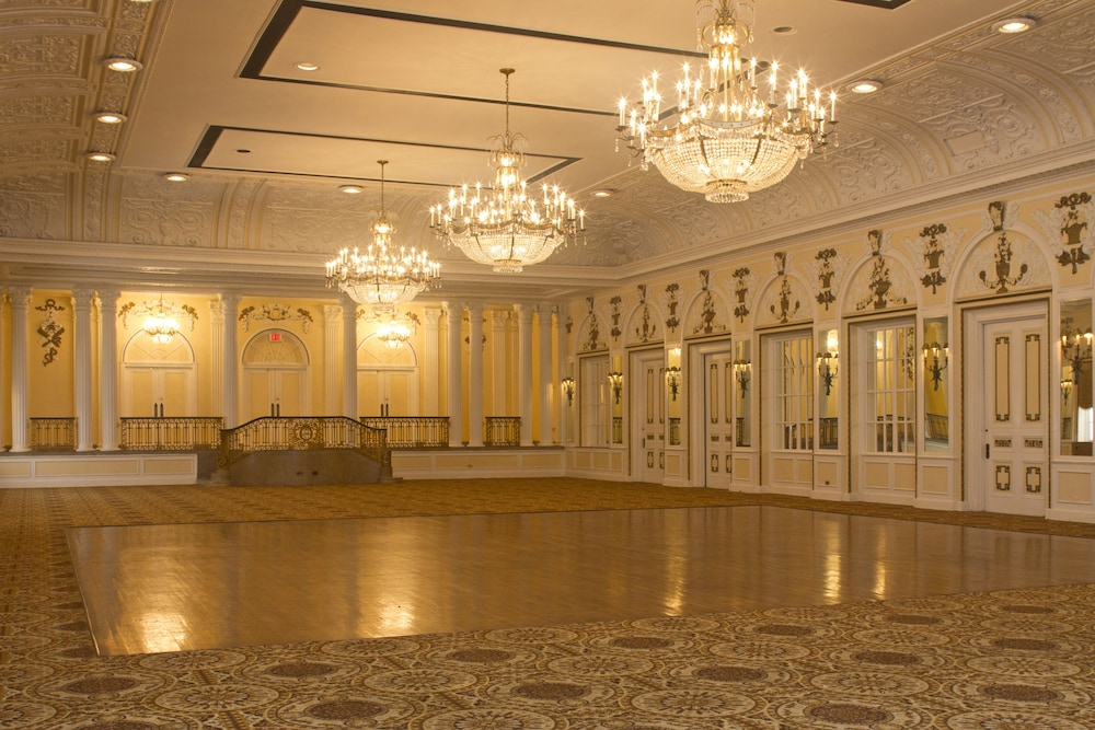 Ballroom/Hall 10 of 26