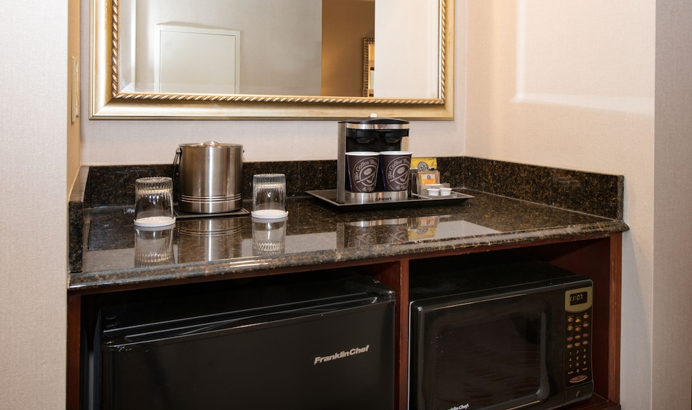 Coffee and/or Coffee Maker, DoubleTree Suites by Hilton Philadelphia West