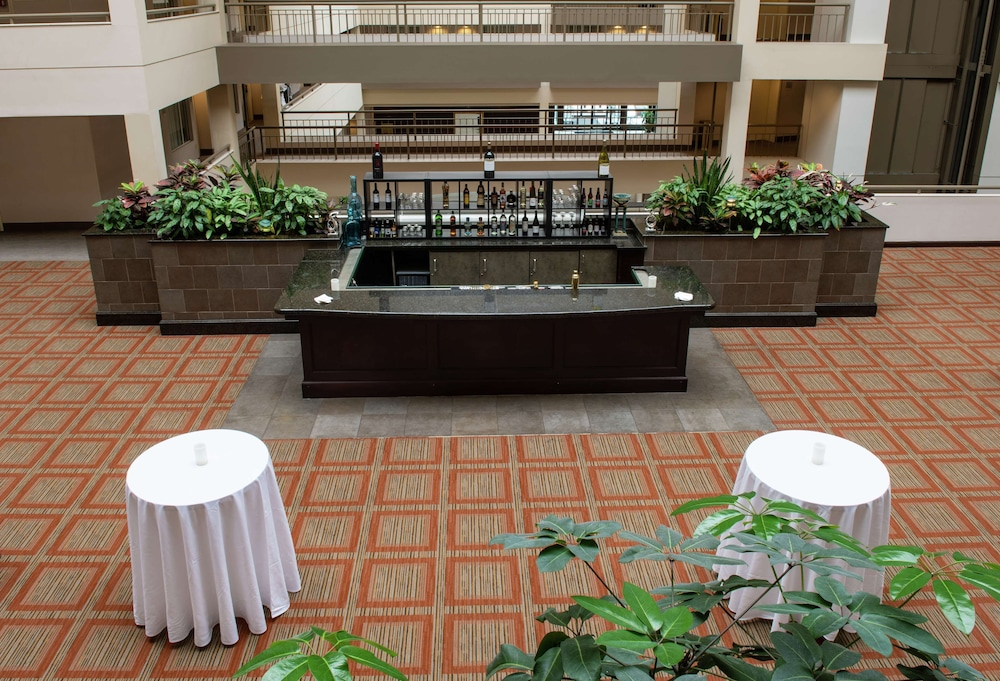 Lobby, DoubleTree Suites by Hilton Philadelphia West